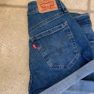 Mid length Levi shorts